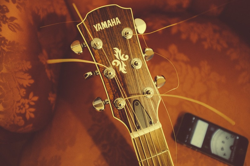Guitar with messy headstock