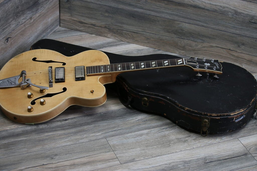 Types Of Guitar - hollow body electric guitar