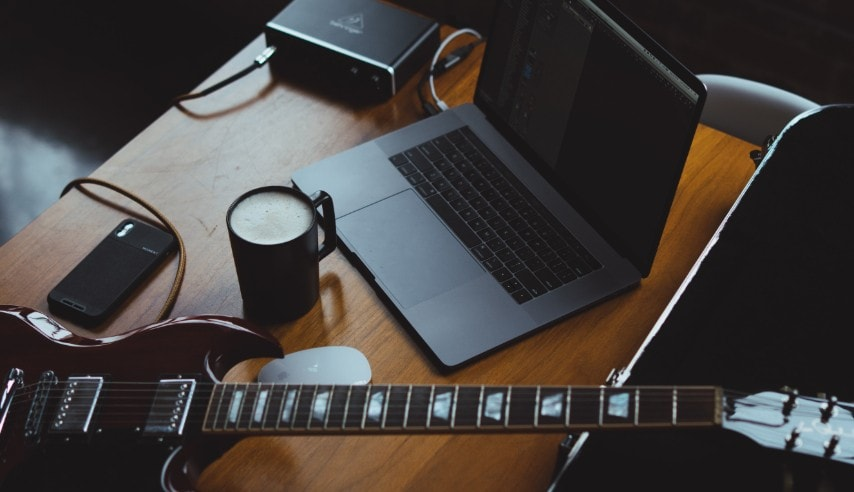 Learn Guitar Online: Teach Yourself Guitar For Free
